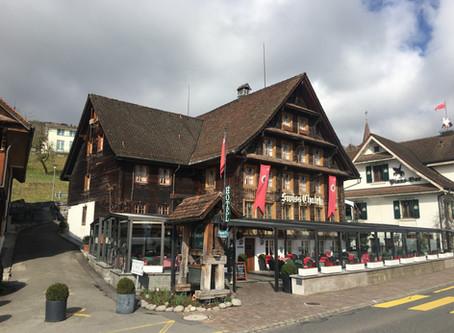 Swiss-Chalet Merlischachen - Schweizer Küche modern interpretiert