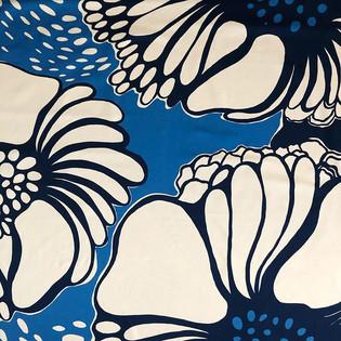 Valmu White/Blue Heavy Satin