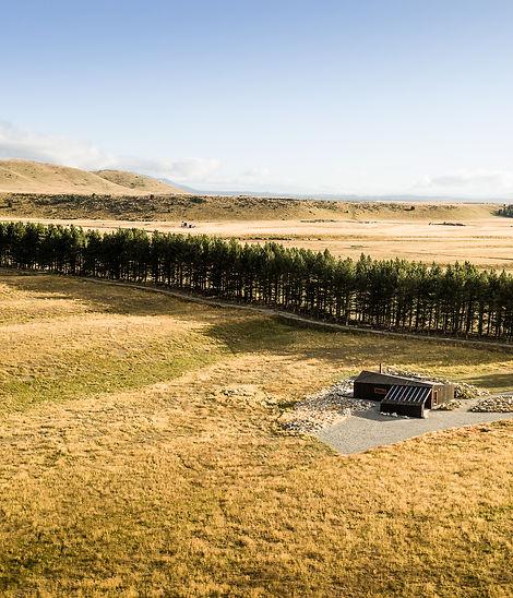 Big beautiful landscape surrounding Skylark Cabin, luxury accommodation for two in New Zealand's South Island