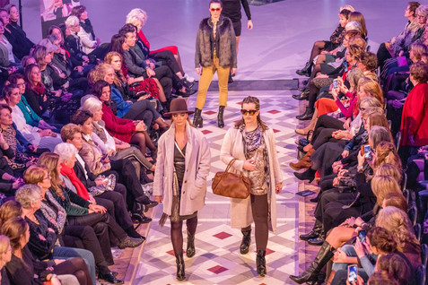 Fashionshow, vintage kleding.