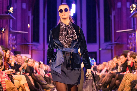Model op catwalk. Look and Feel Style Concepts.