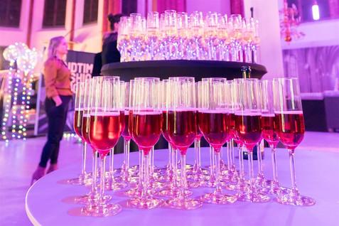 Welkomstdrankje. Champagne toren.
