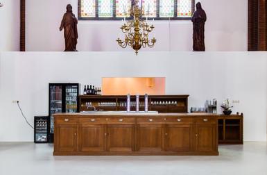 Bar, oude kazuifelkast omgebouwd tot bar. Georgiuskerk Terborg.