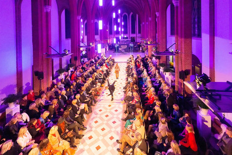 Bovenaanzicht catwalk - Eventstyling.