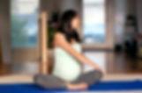 femm enceinte faisant de la gym