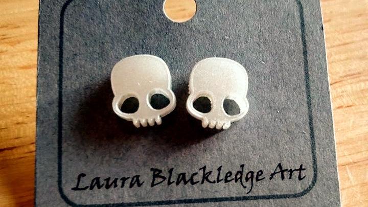 Mini Pearl Skull Studs