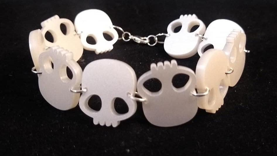 Pearl Acrylic Skulls Bracelet