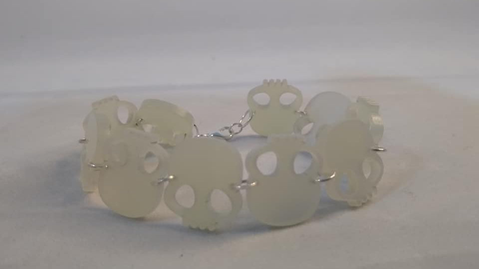 Translucent iridescent Marbled Pearl Acrylic Skulls Bracelet