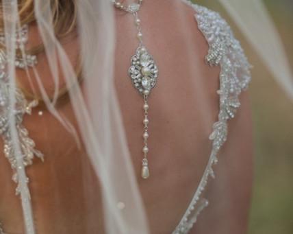 Accessorizing your wedding dress…