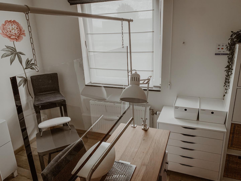 Onze werktafel met plexiglas