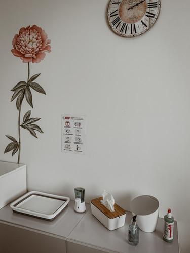 Plek waar de klanten hun handen kunnen wassen en ontsmetten