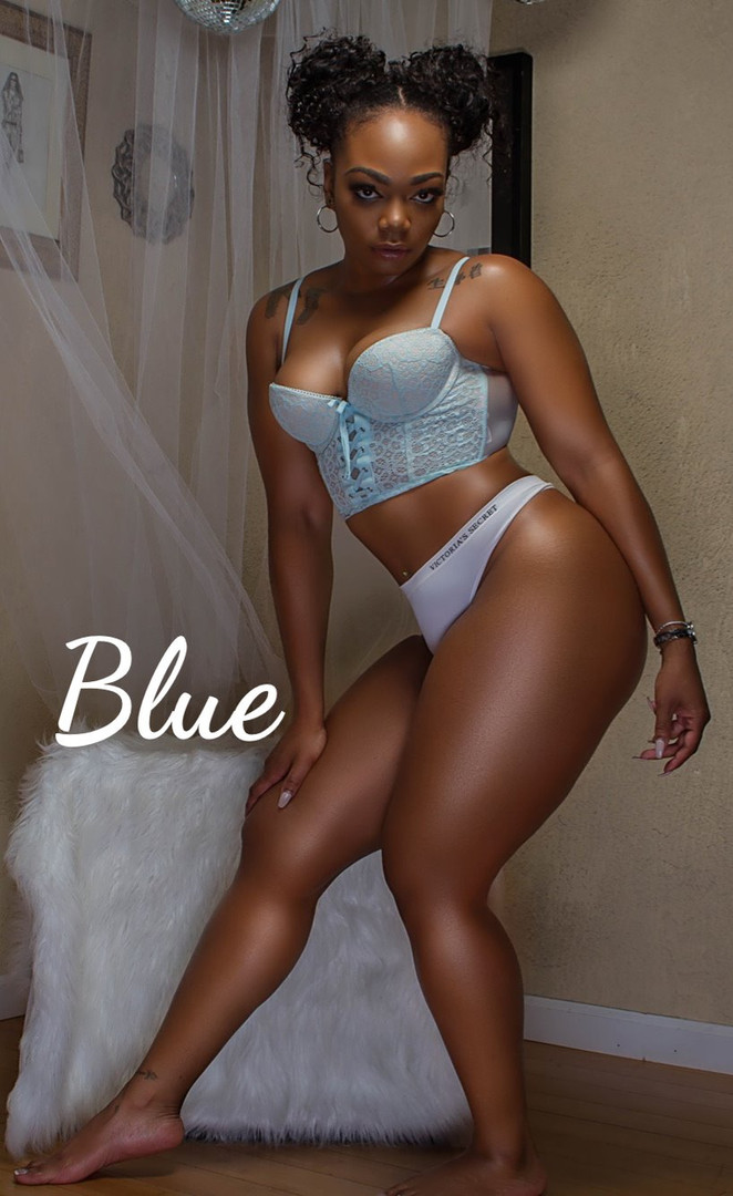 Black-Female-Entertainer-in-Atlanta-Blue