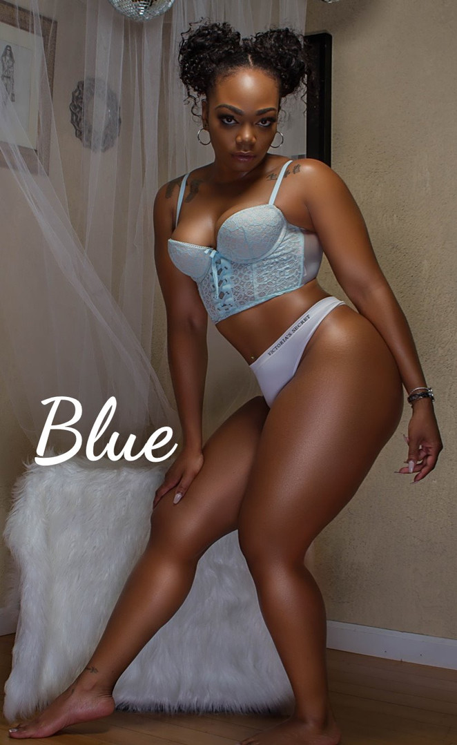Black-Female-Entertainer-in-Atlanta-Blue