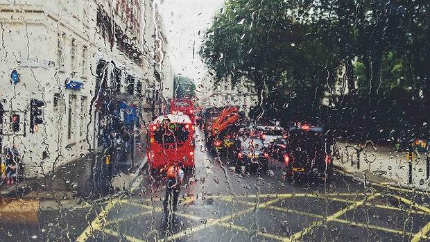 Hero-Travel-in-the-rain-London-in-rain-P