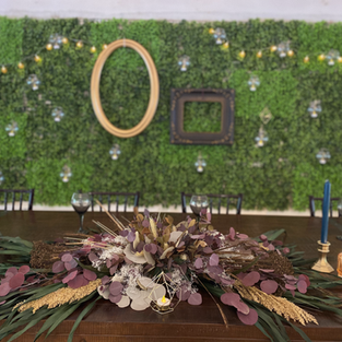GREEN WALL WITH FRAMES AND TEALIGHTS