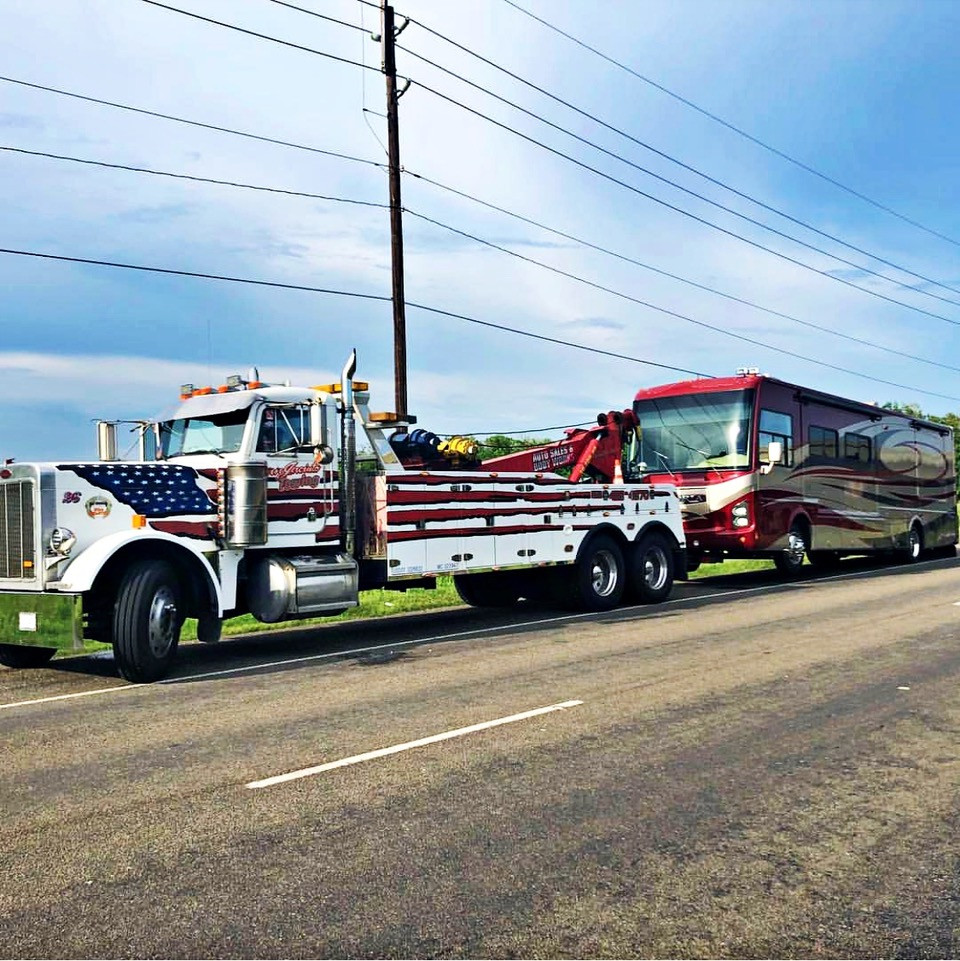 Jeff Smith Towing with Heavy Tow Truck Towing class a RV