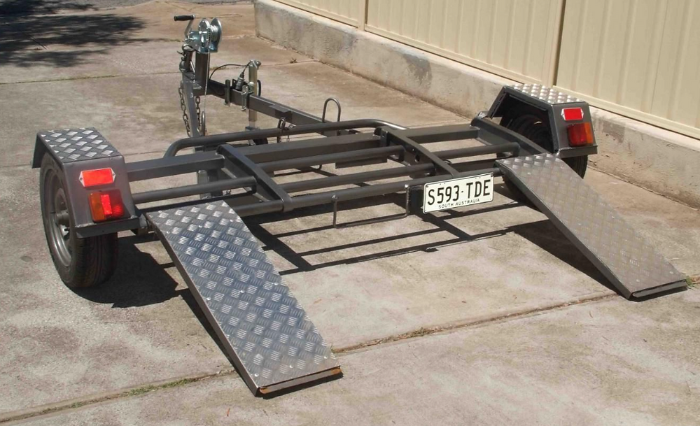 trailer used for towing a vehicle behind an rv