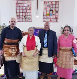 Leonaitasi Kuluni with community