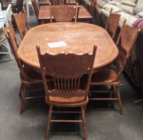 Antique style dining room table with 6 matching chairs
