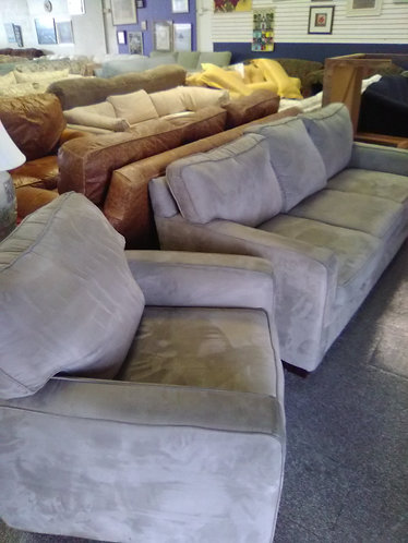 Gorgeous BROYHILL couch and matching chair!