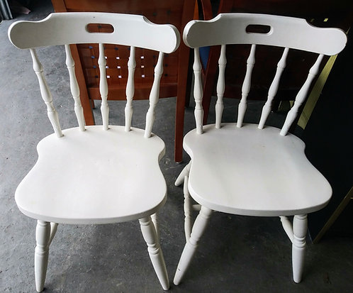 2 cute wooden chairs