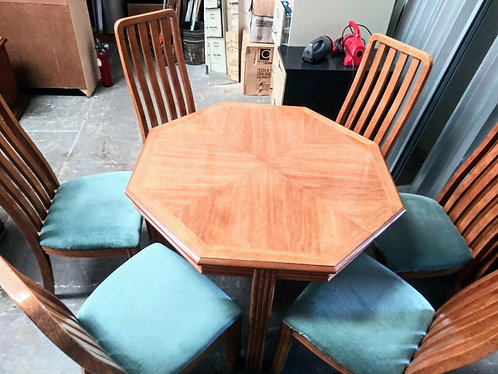 Gorgeous Thomasville octagonal dining room table with 6 chairs & 2 leaf inserts