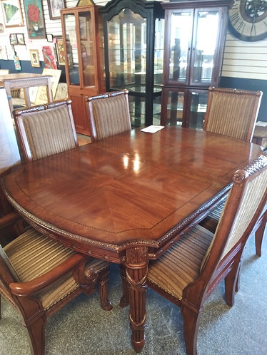Stunning Wood Table with 6 Chairs and a Leaf