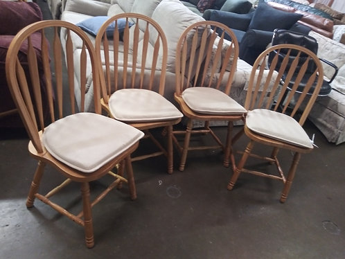 4 nice wooden chairs with cushions