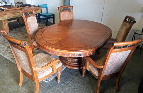 Gorgeously detailed solid oak dining room table with 5 chairs