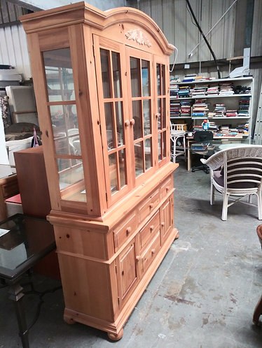 High End Broyhill Wood China Cabinet