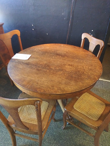 round table with 4 chairs ( antique)