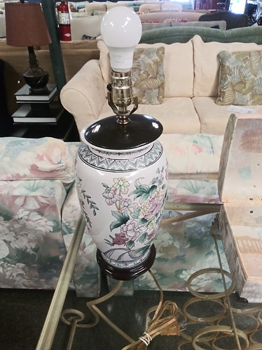 Exquisite Floral Patterned Lamp