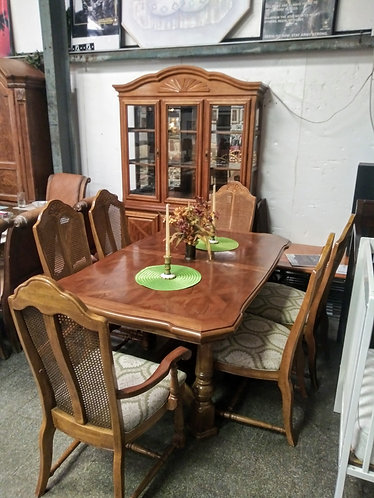 Absolutely gorgeous dining room table, 6 upholstered chairs, & matching cabinet