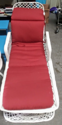 Cushioned chaise lounge perfect for the Florida sun!
