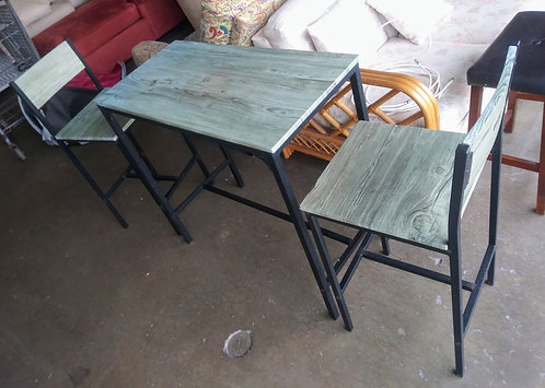 Super cute and unique table with 2 chairs