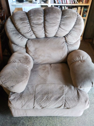 Super Clean and Comfortable Recliner