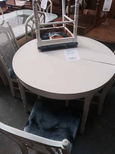 nice round table with chairs