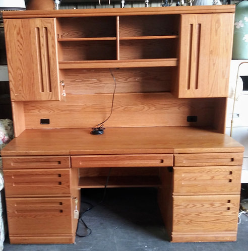 Large 2-piece office desk in amazing condition!