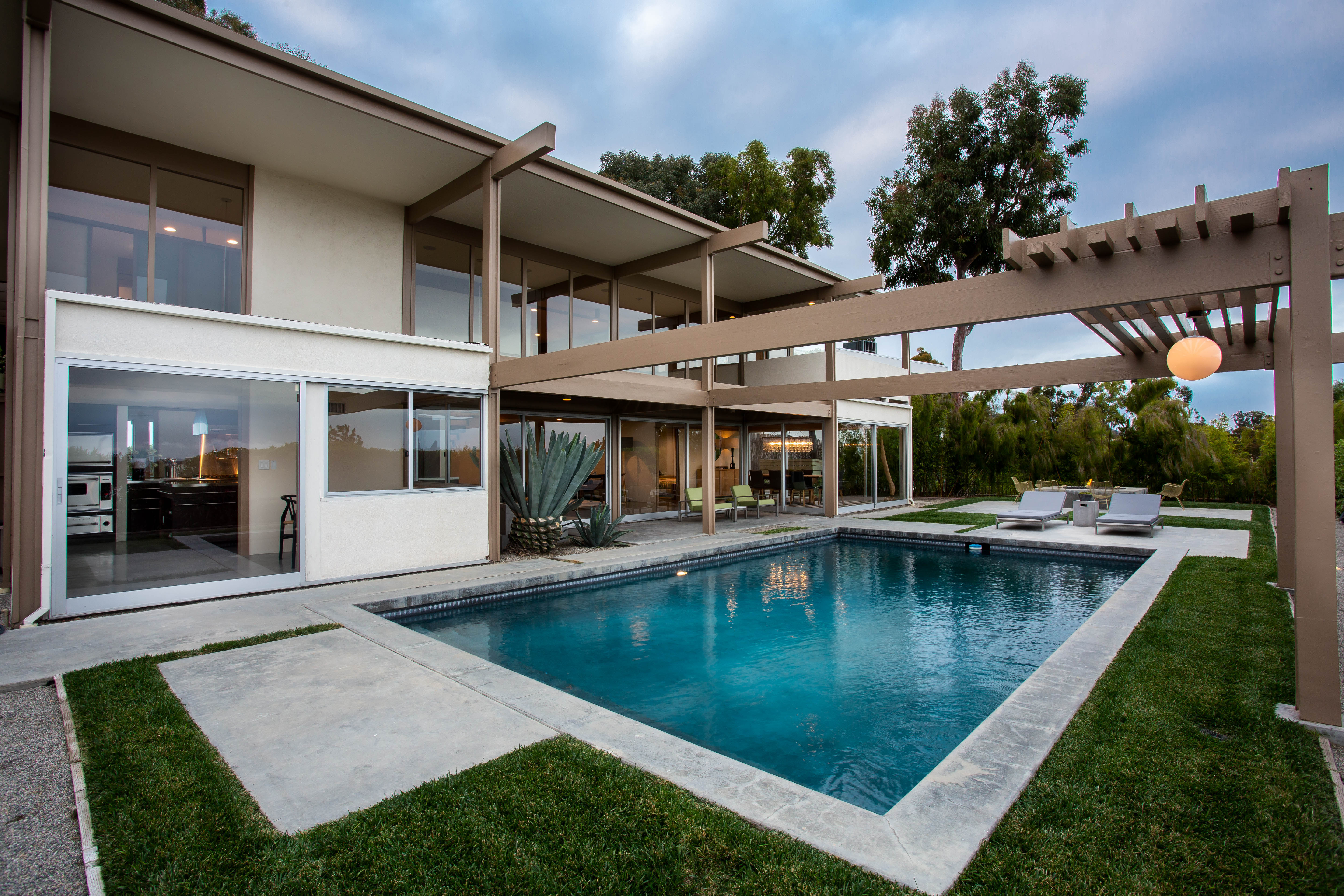 9892 Beverly Grove Drive  -  HsHProd-52