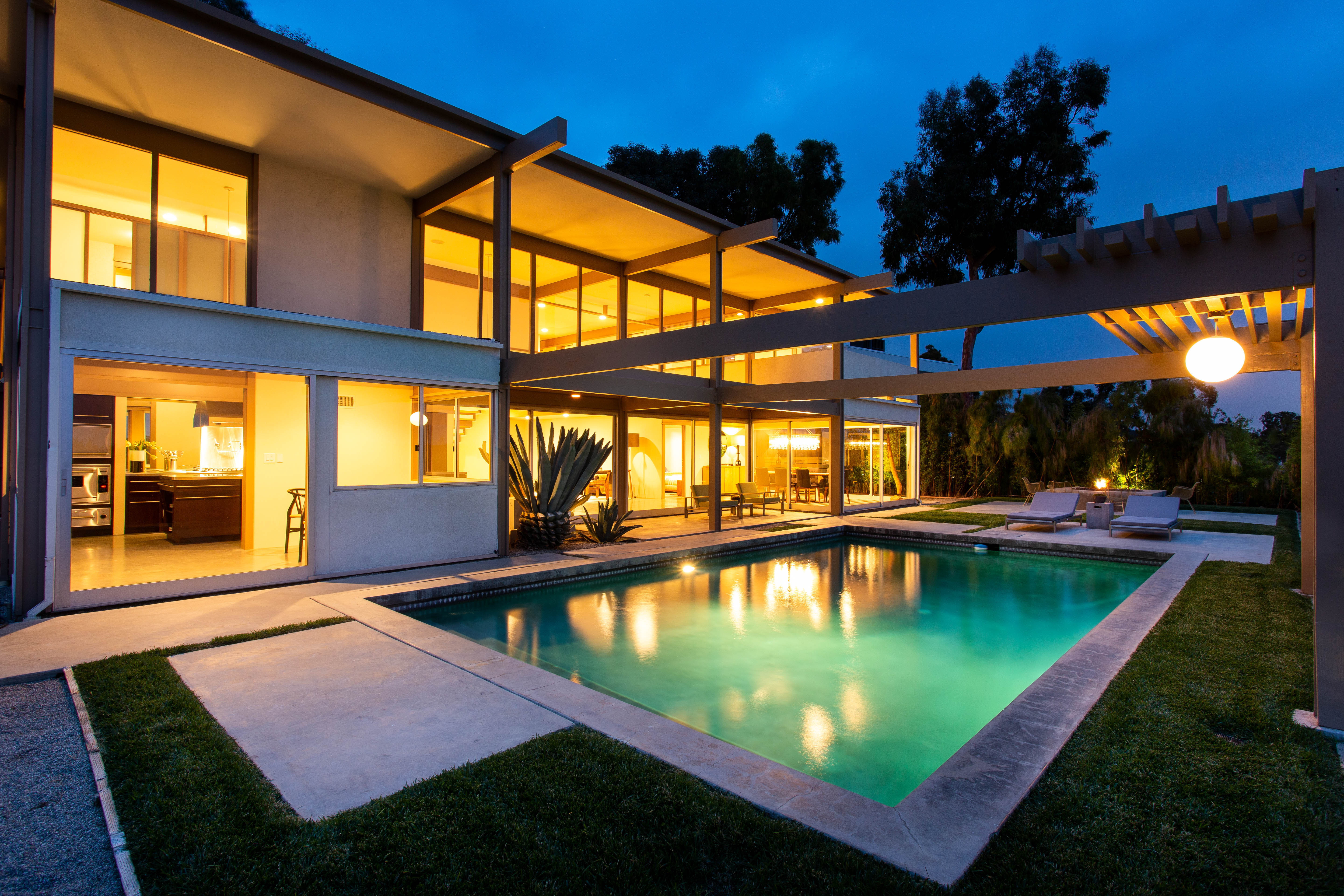 9892 Beverly Grove Drive  -  HsHProd-73