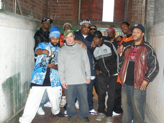Dynasti+Crew