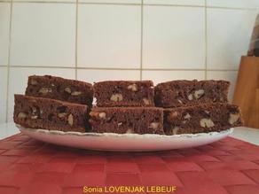 Brownie géant aux noix