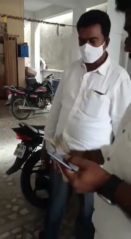 GHMC Polls: TRS, BJP cash distribution to voters: Watch