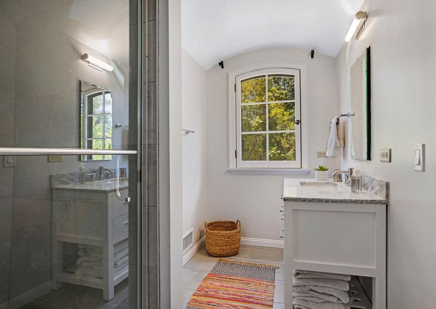 Studio Bath.jpg