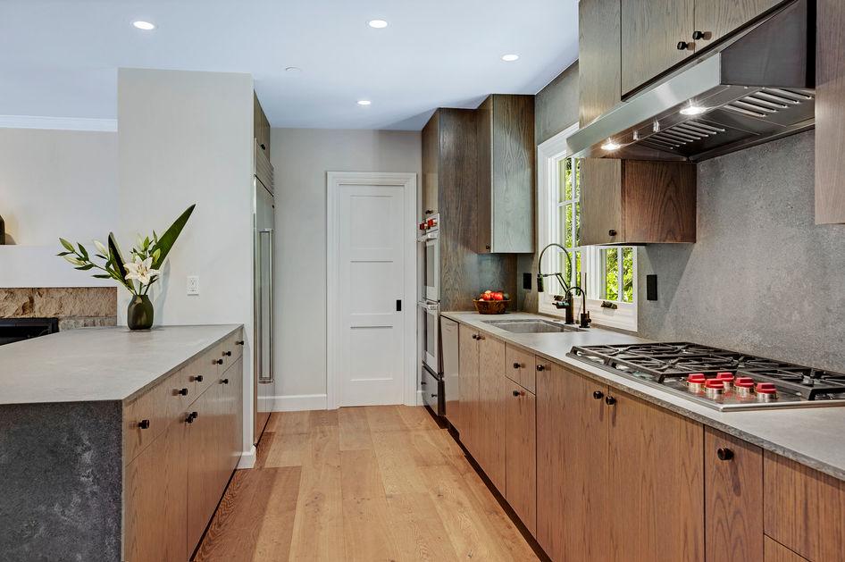 Kitchen w: Wolfe & Subzero.jpg