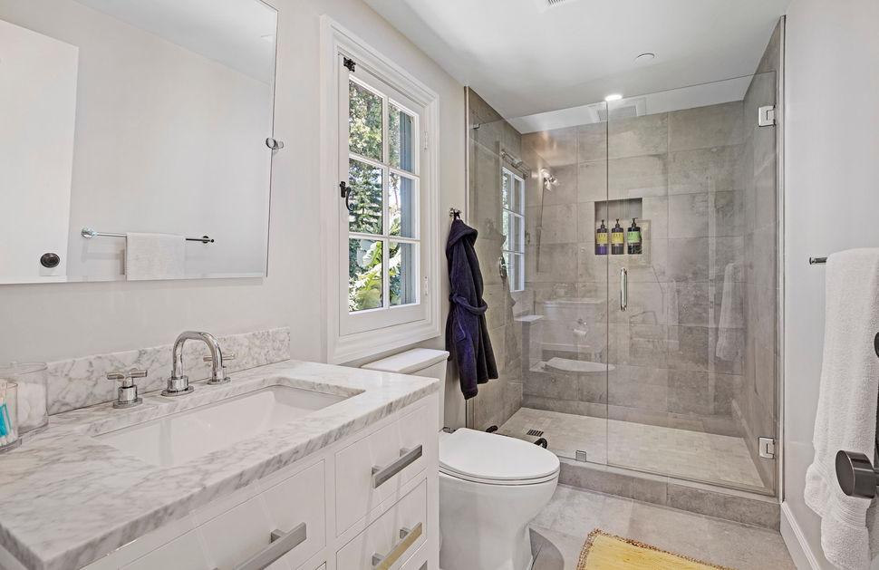 BD Suite Bath.jpg