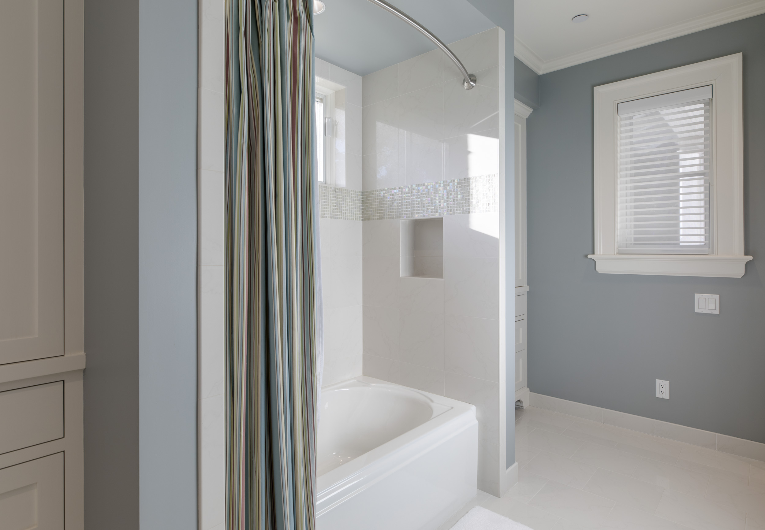 Entry Shared Bath