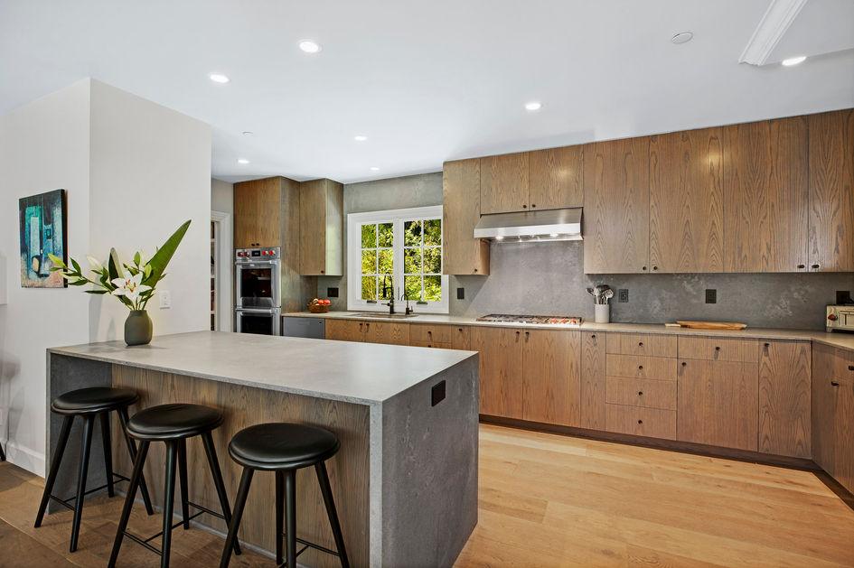 Kitchen Peninsula .jpg