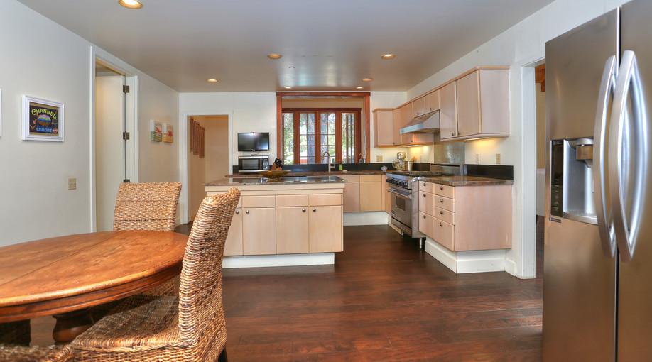 Kitchen_Eat-in.jpg