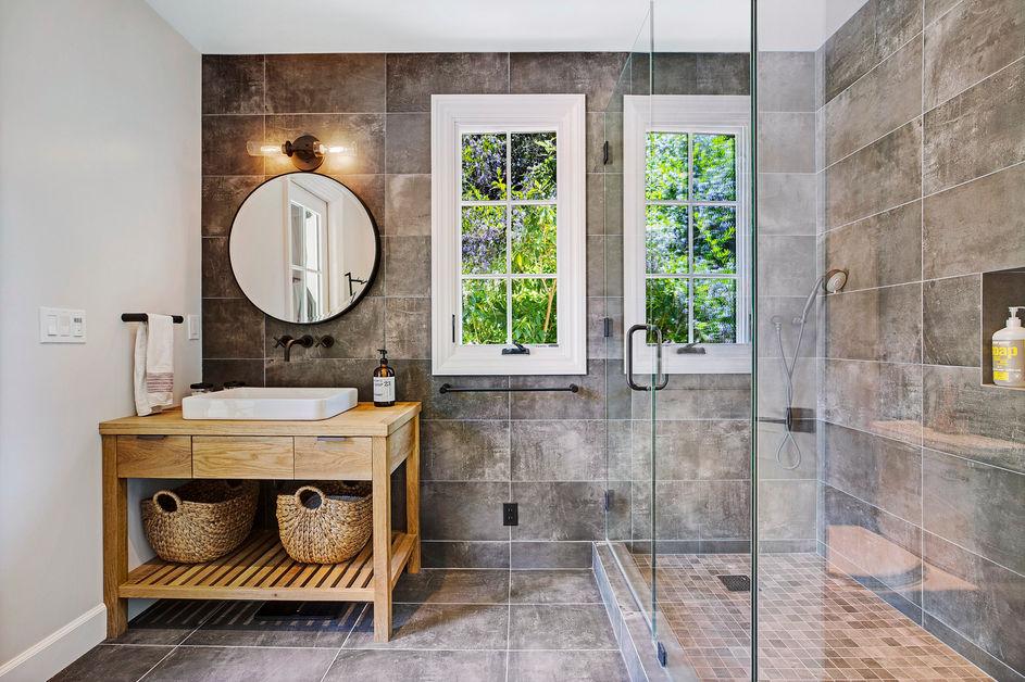 Guest House:Pool Bath.jpg